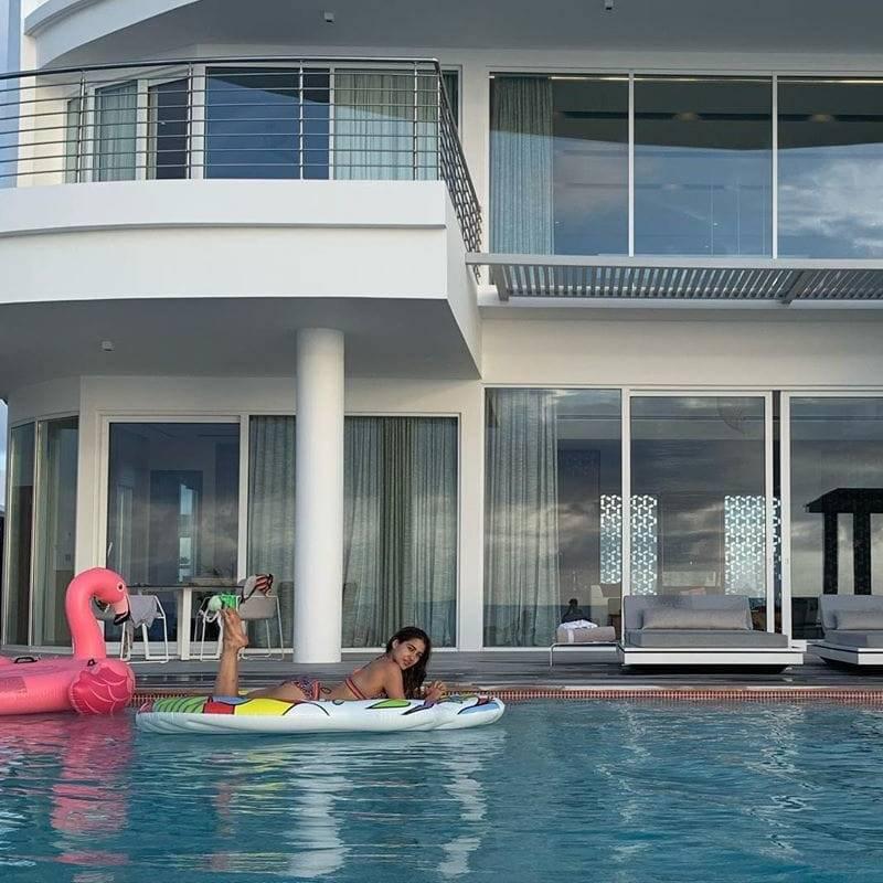sara ali khan bikini images relaxing in pool - Sara Ali Khan Bikini Pictures | Hot Sara Ali Khan Bikini Photos Are Really Astonishing